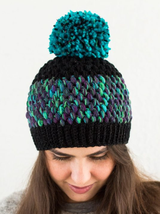 black-and-turquoise-pompom-beanie-warmsquirrel-01