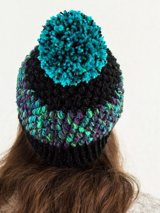 black-and-turquoise-pompom-beanie-warmsquirrel-02