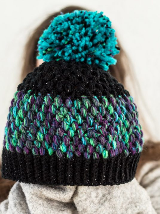 black-and-turquoise-pompom-beanie-warmsquirrel-07