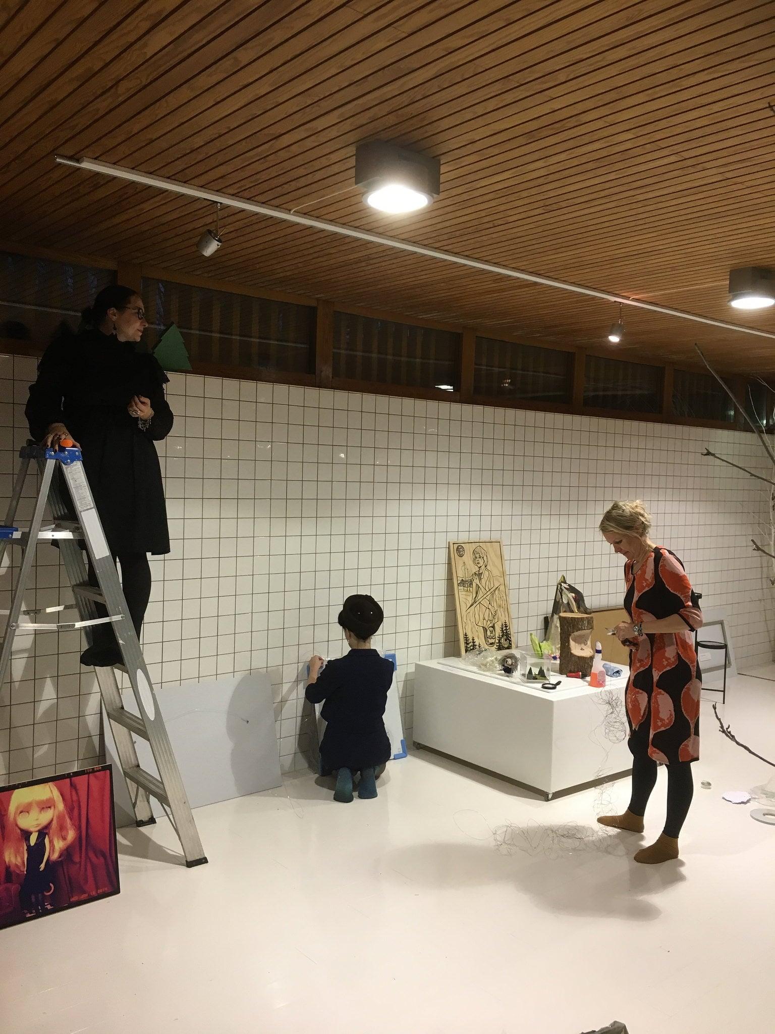 mounting the twin peak exhibition in Ivana Helsinki