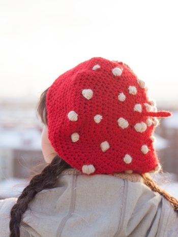 Beret with the colors of an amanita muscaria mushroom